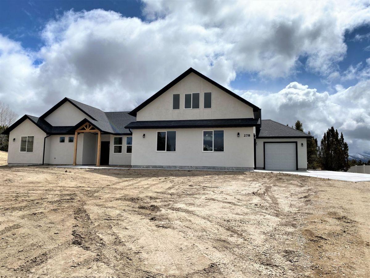 659 Spring Creek Parkway Property Photo 1