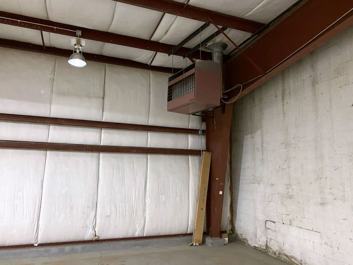 350 W Commercial Street Property Photo 8