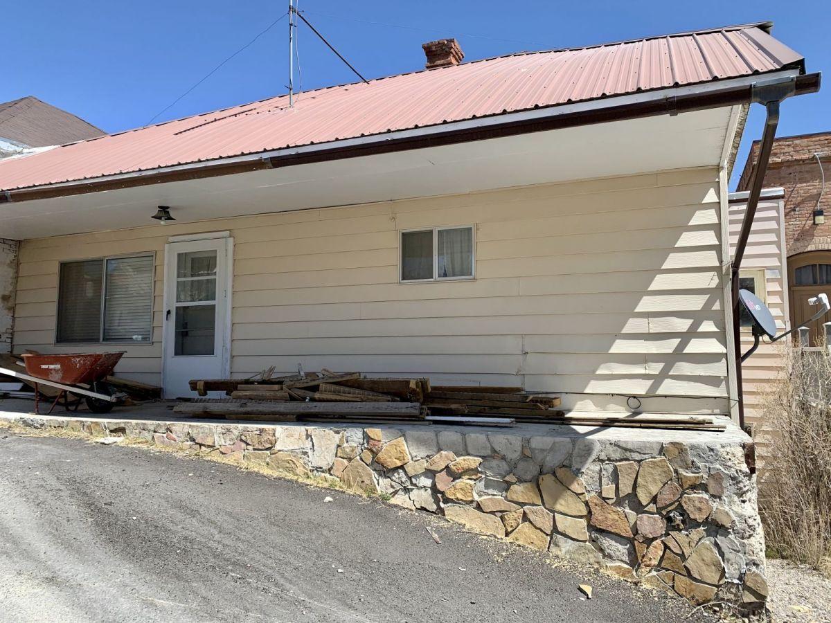 21 N Adams Street Property Photo 1