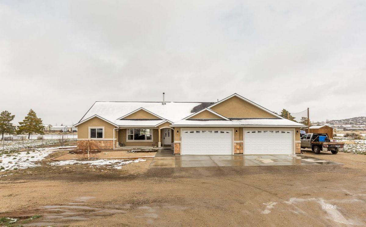 388 Lakeport Drive Property Photo 1