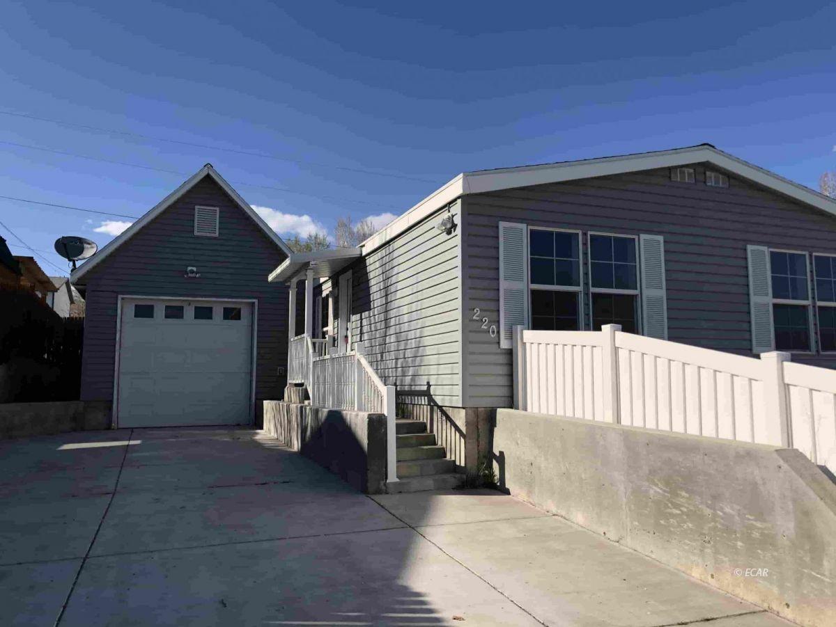 220 Peters Street Property Photo 1