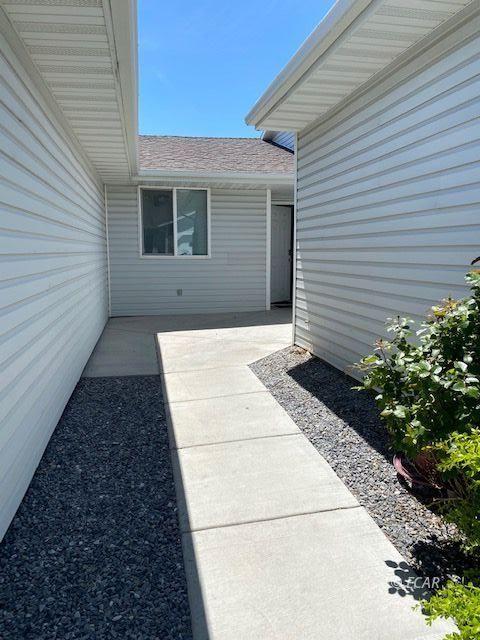 2065 Bluegrass Circle Property Photo 2