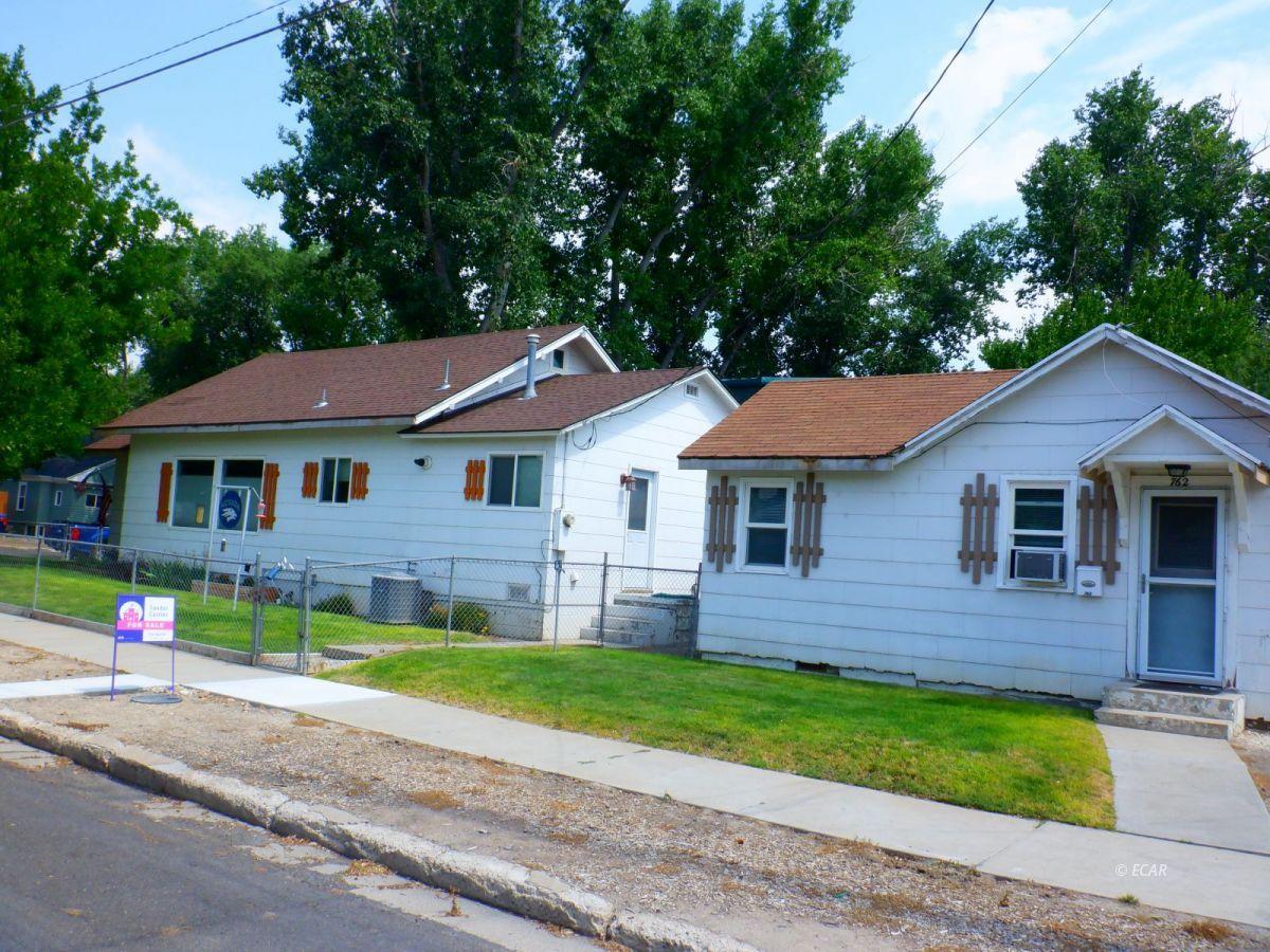 302 Oak Street Property Photo 1