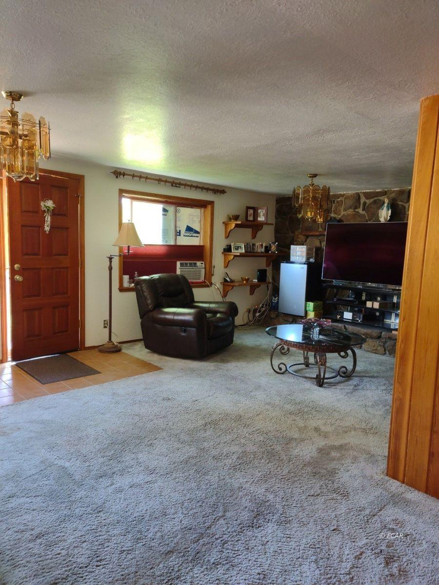 833 Lincoln Avenue Property Photo 4