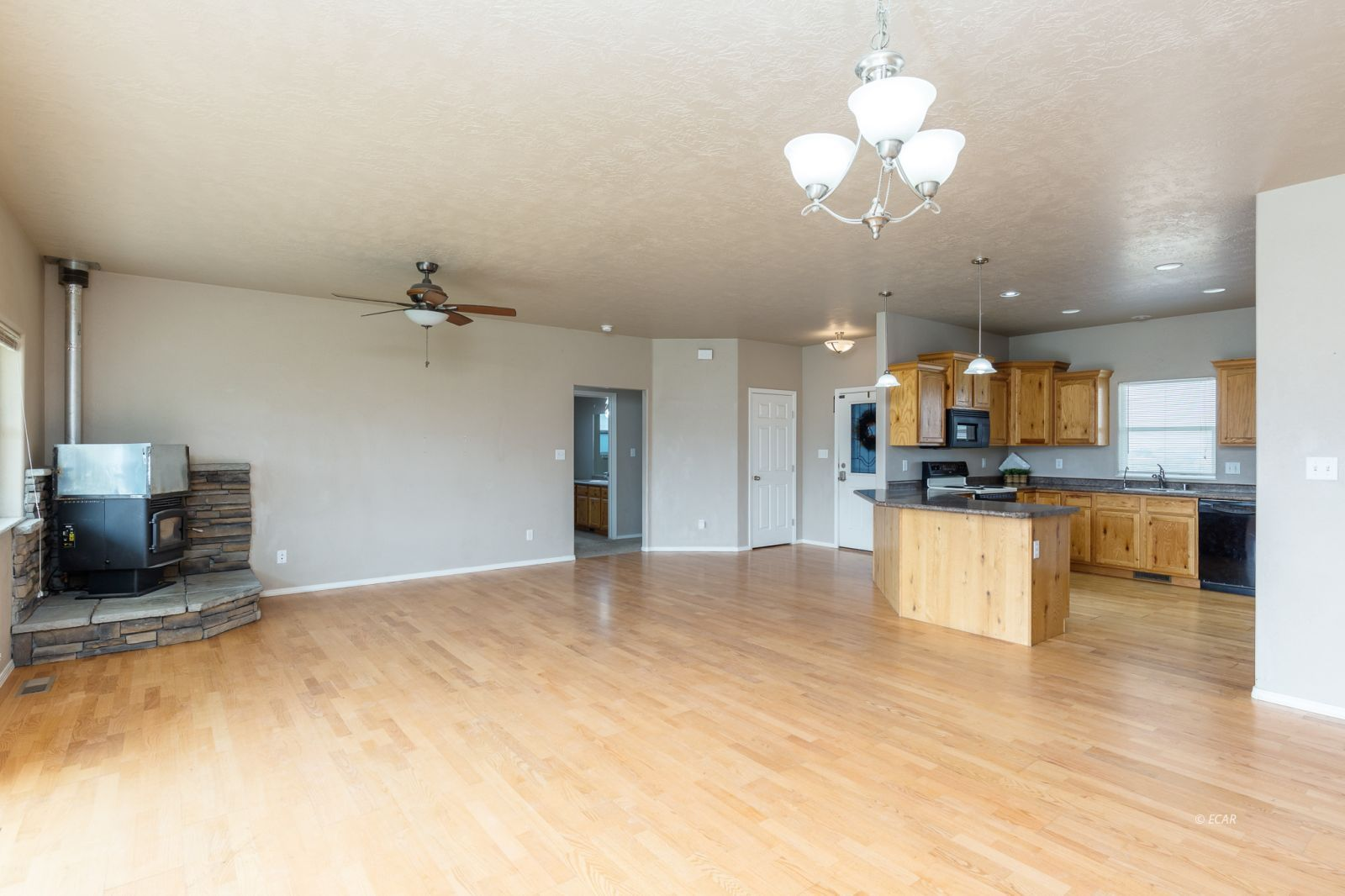 358 Country Club Parkway Property Photo 6
