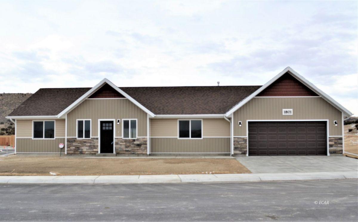 1736 Village Parkway Property Photo 1