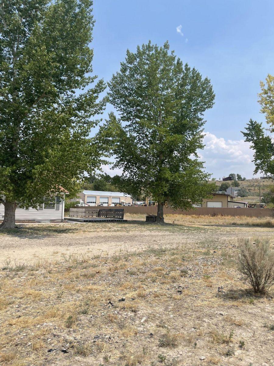 390 Oakshire Drive Property Photo 2