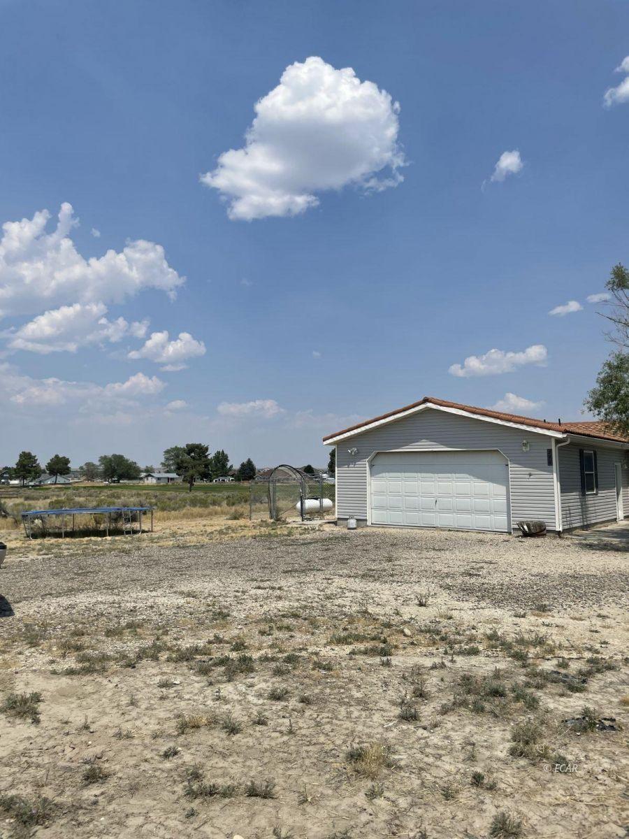 390 Oakshire Drive Property Photo 3