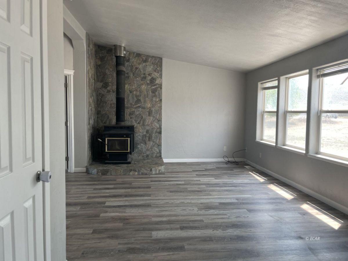 390 Oakshire Drive Property Photo 6