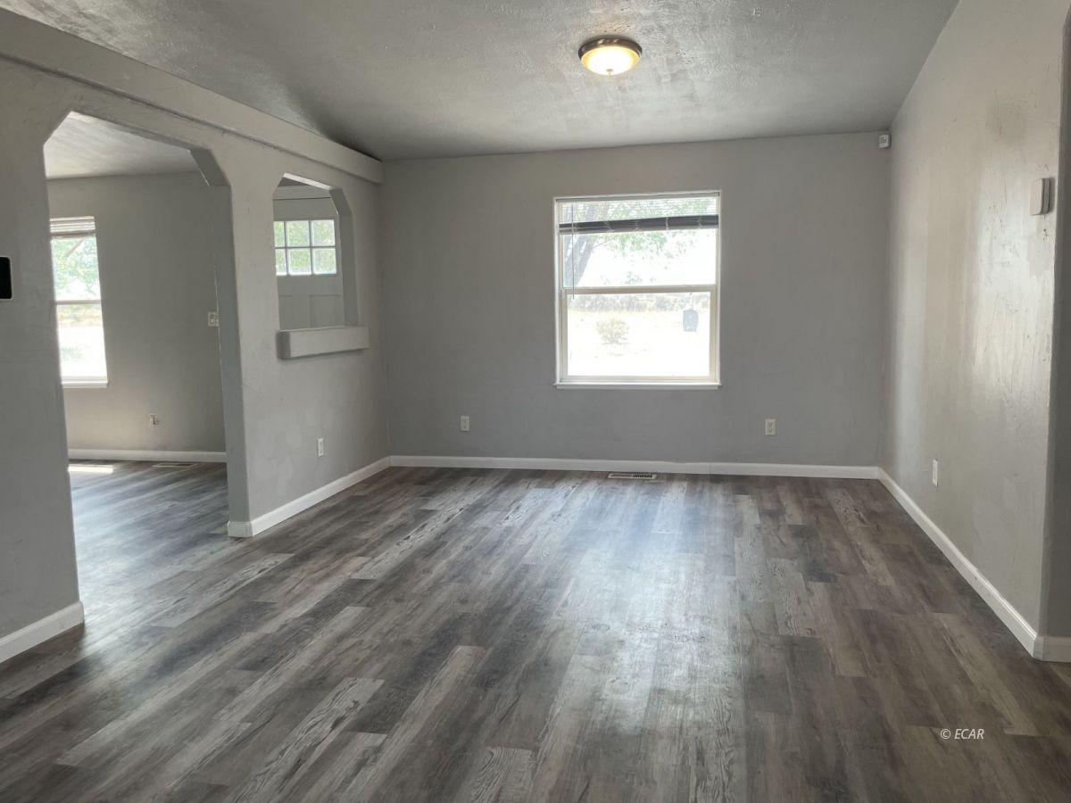 390 Oakshire Drive Property Photo 7