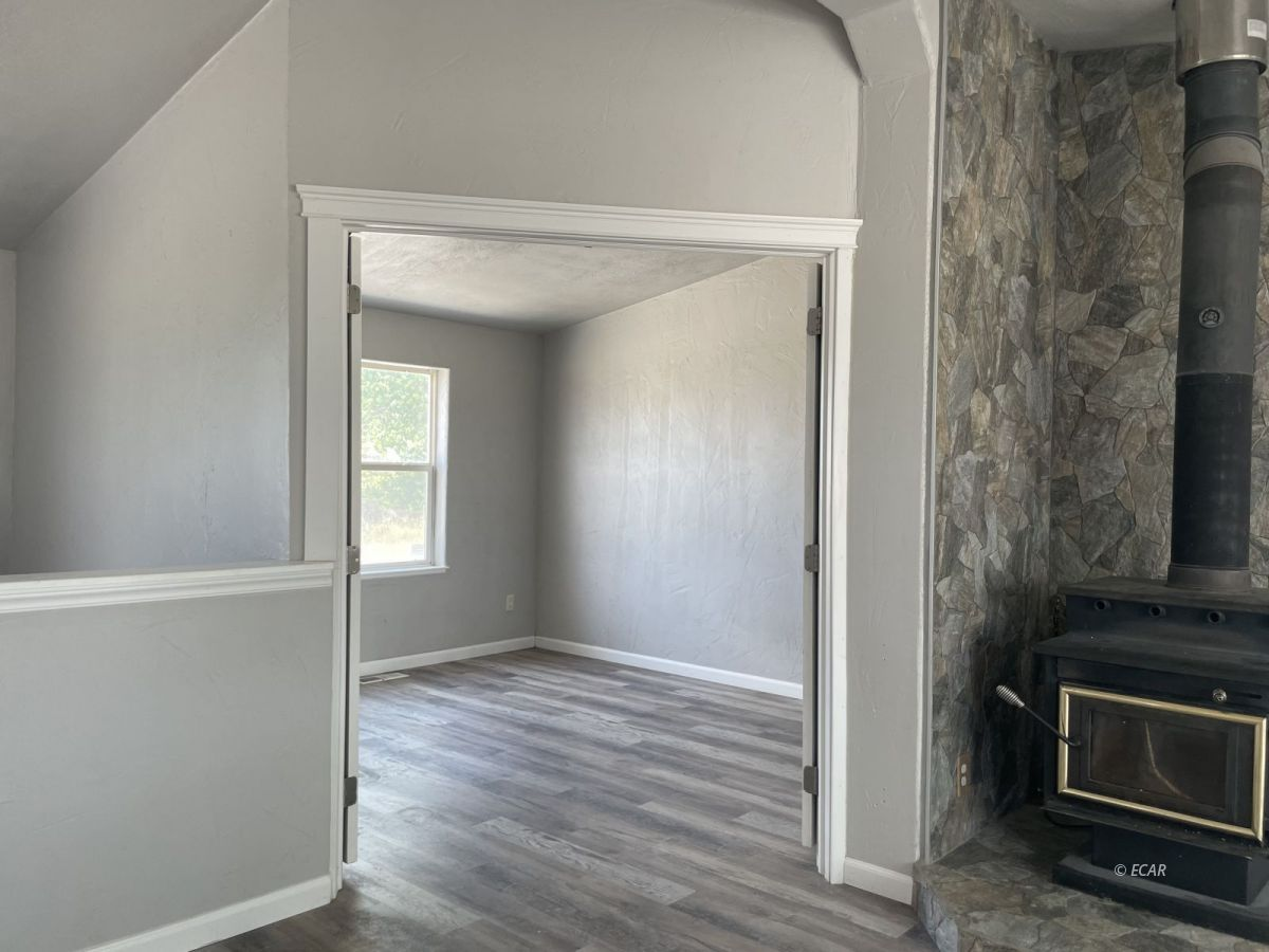390 Oakshire Drive Property Photo 8