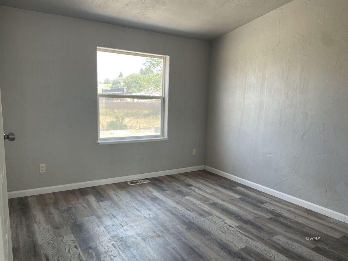 390 Oakshire Drive Property Photo 9