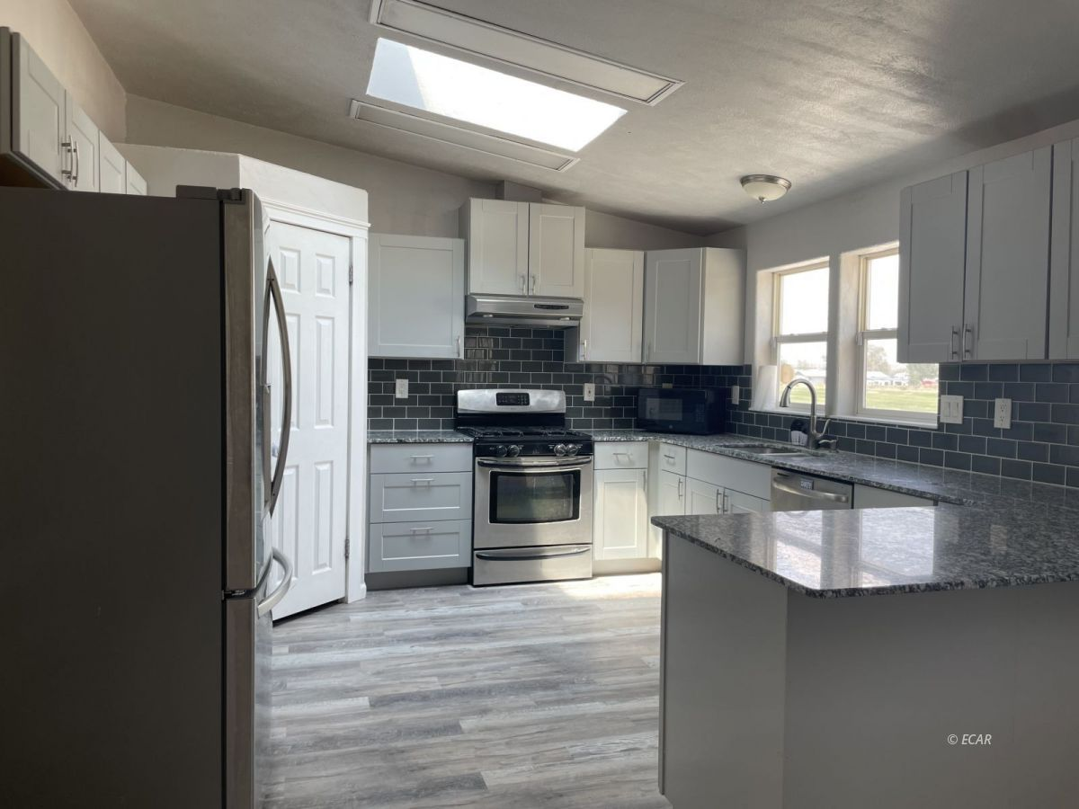 390 Oakshire Drive Property Photo 11