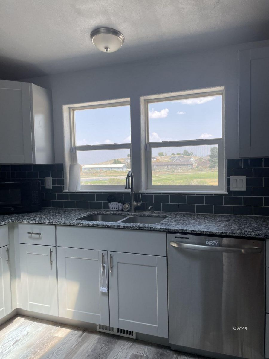 390 Oakshire Drive Property Photo 18