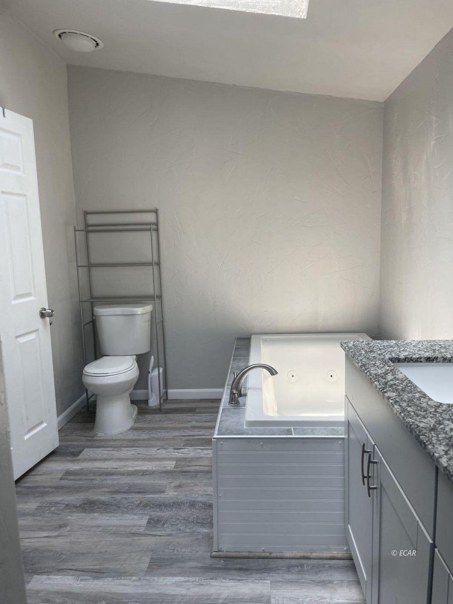 390 Oakshire Drive Property Photo 22