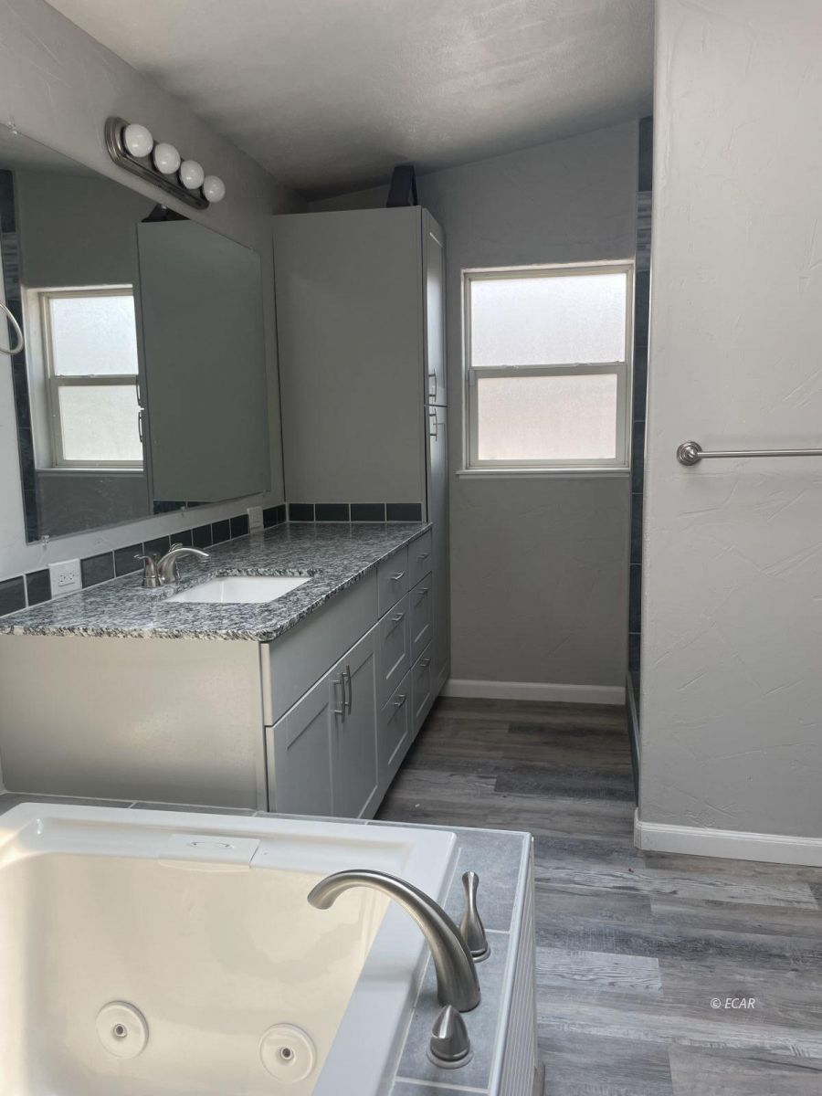 390 Oakshire Drive Property Photo 23