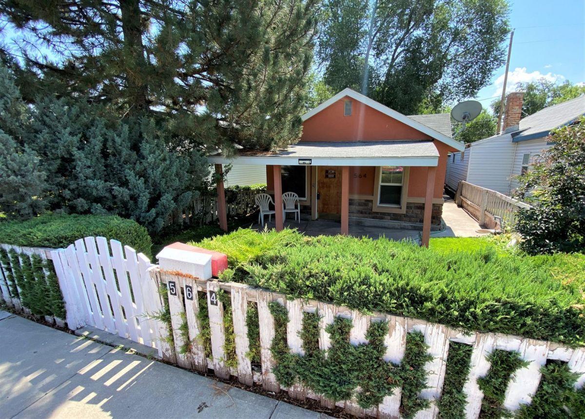564 Oak Street Property Photo 1