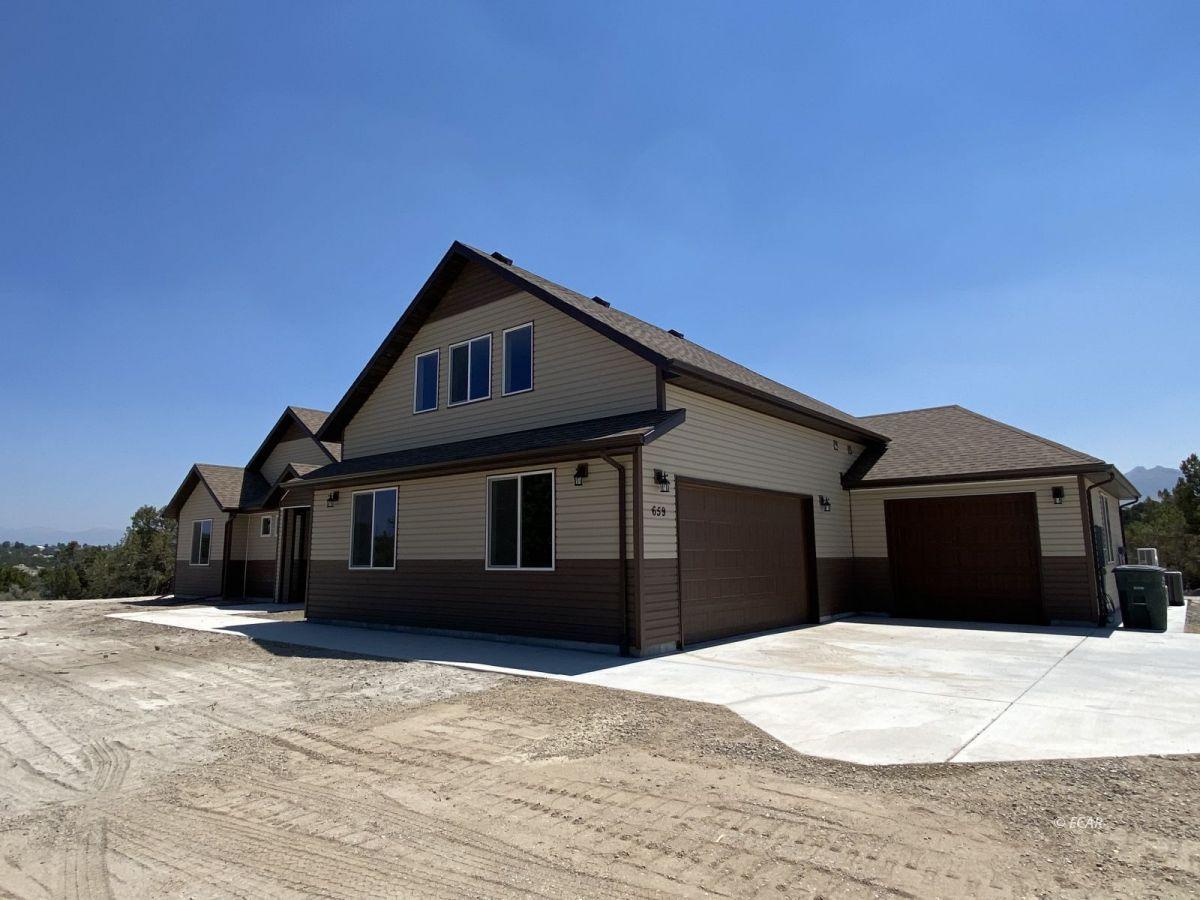 651 Spring Creek Parkway Property Photo 2