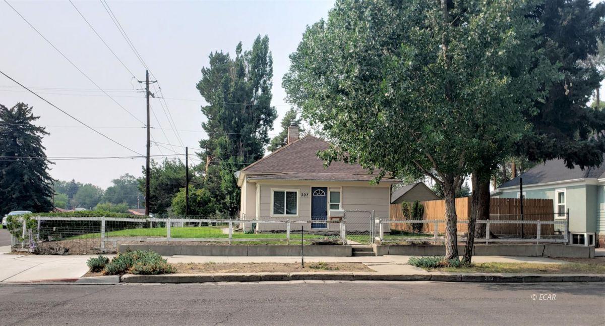 303 Oak Street Property Photo 1