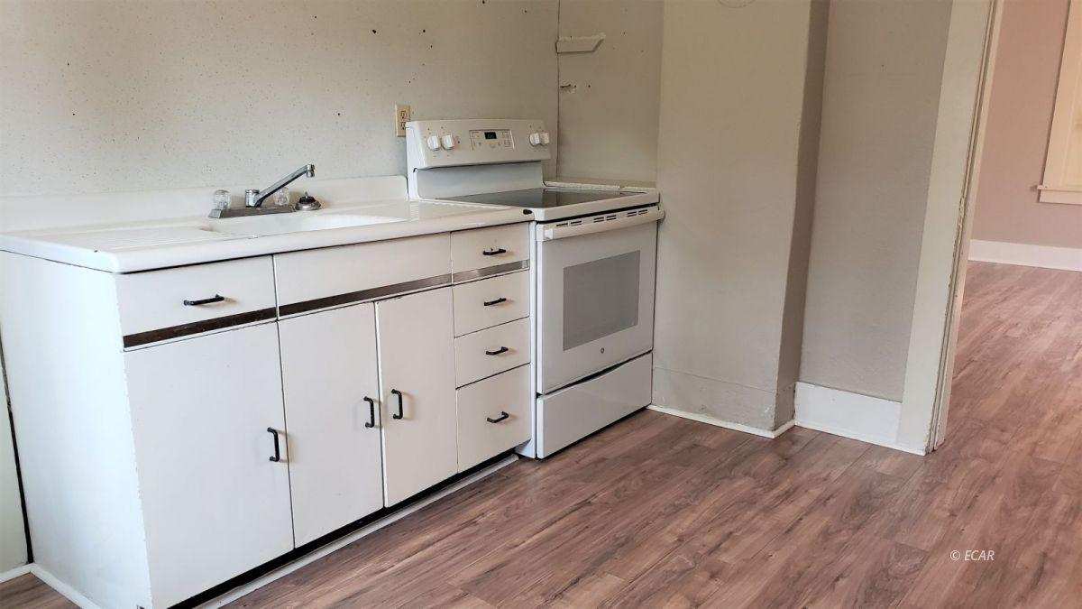 303 Oak Street Property Photo 2