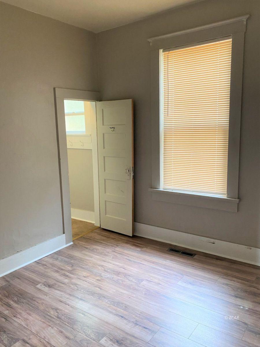 303 Oak Street Property Photo 12
