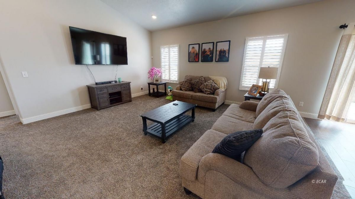 408 White Oak Drive Property Photo 3