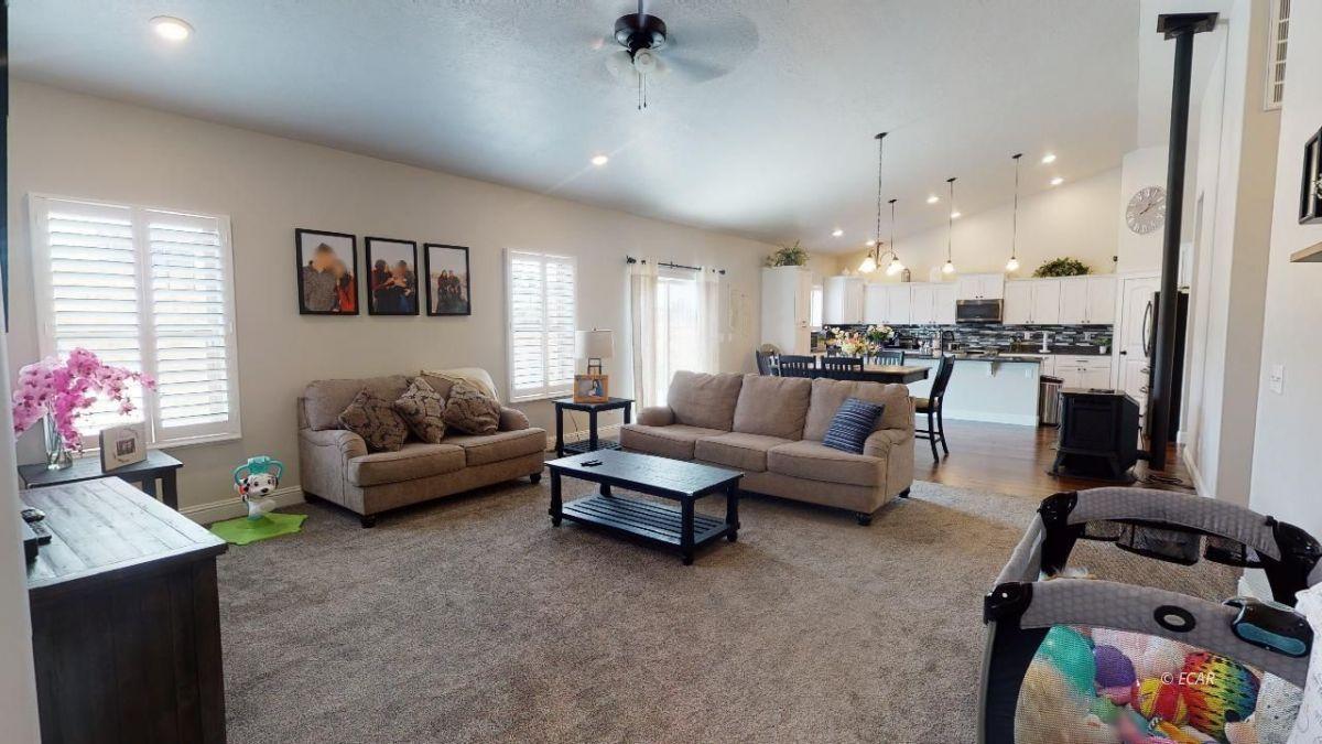 408 White Oak Drive Property Photo 4