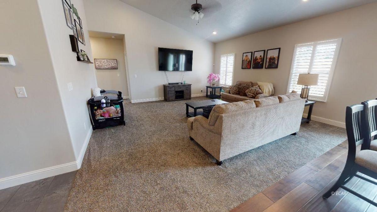 408 White Oak Drive Property Photo 5