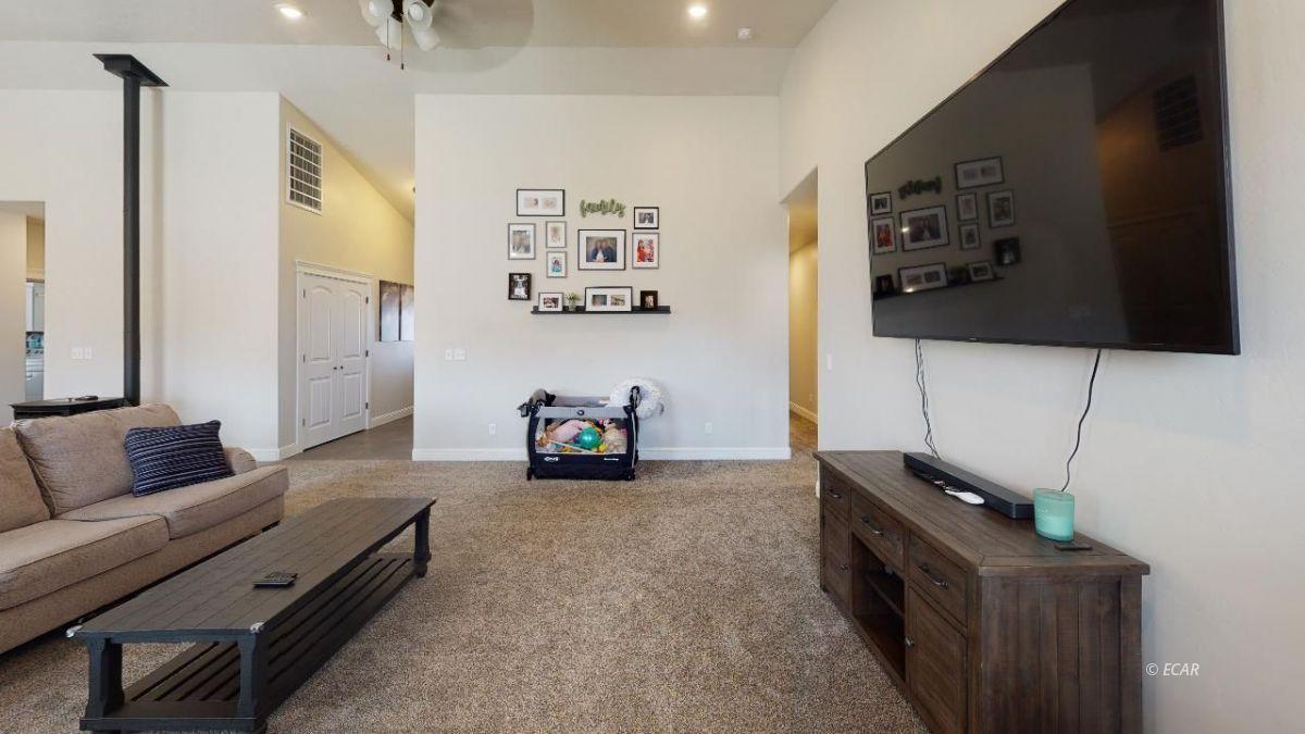 408 White Oak Drive Property Photo 6