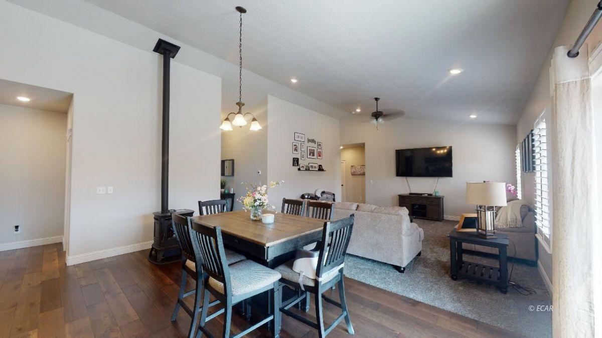 408 White Oak Drive Property Photo 8