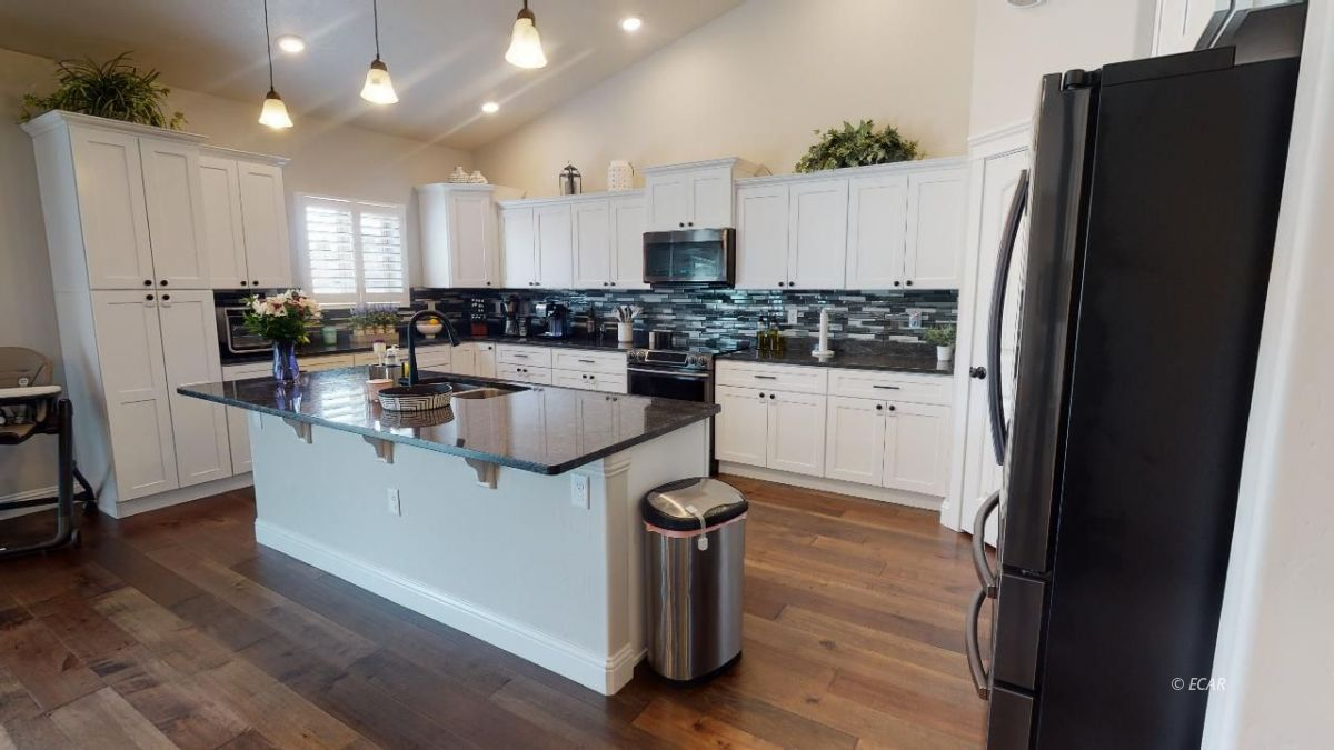 408 White Oak Drive Property Photo 11