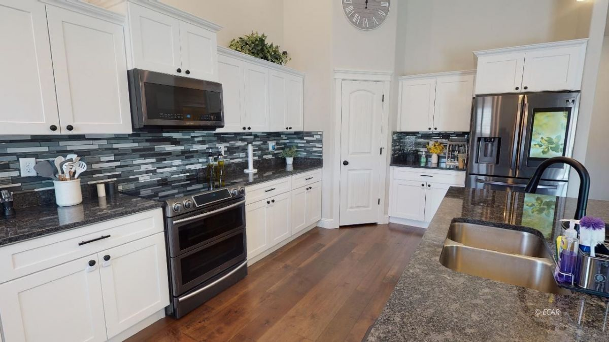 408 White Oak Drive Property Photo 12