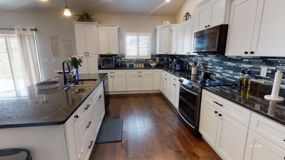 408 White Oak Drive Property Photo 13