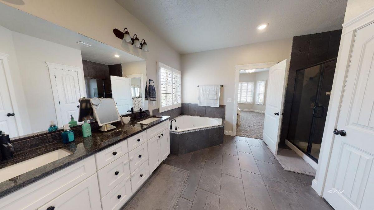 408 White Oak Drive Property Photo 19