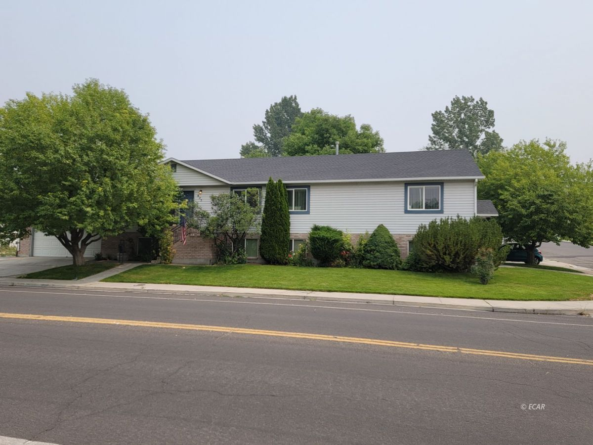 825 West Sage Street Property Photo 2