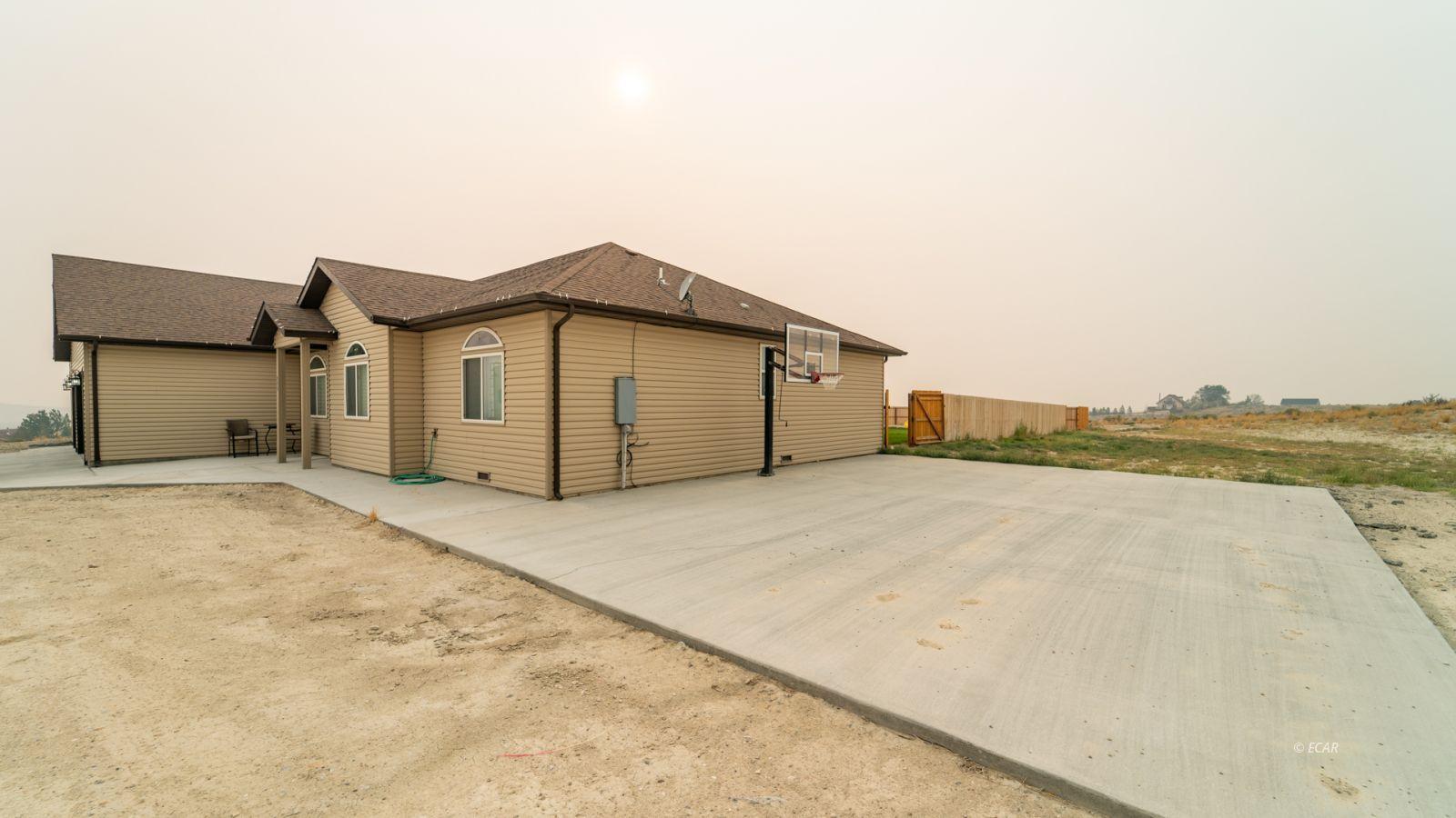 551 Shadybrook Drive Property Photo 4