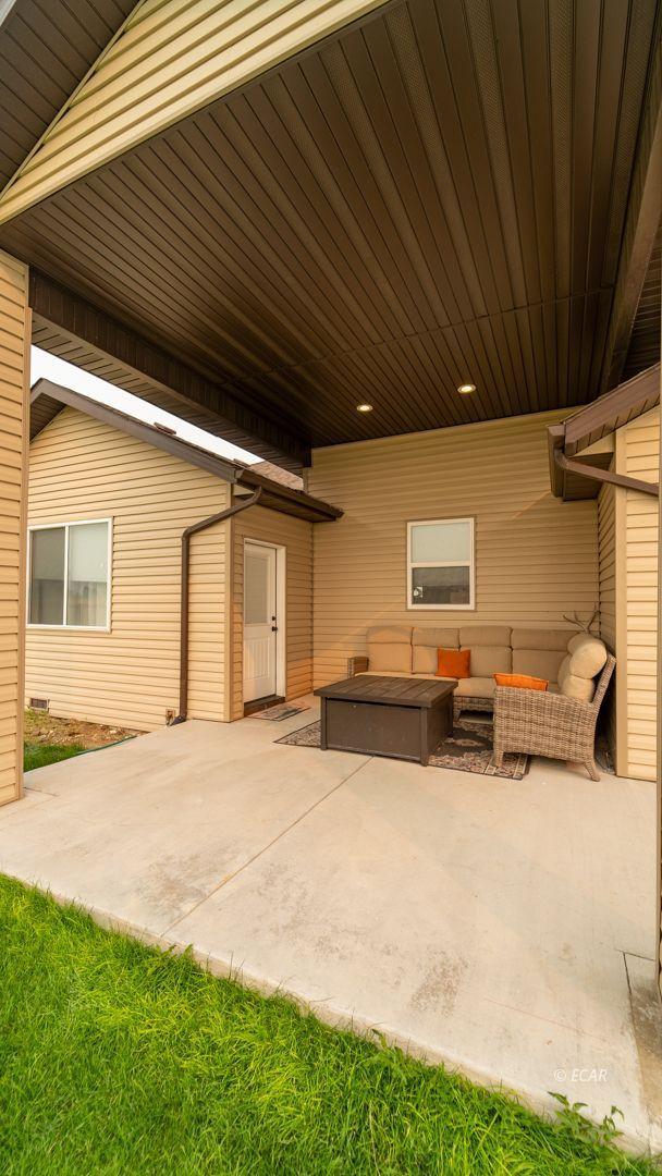 551 Shadybrook Drive Property Photo 10
