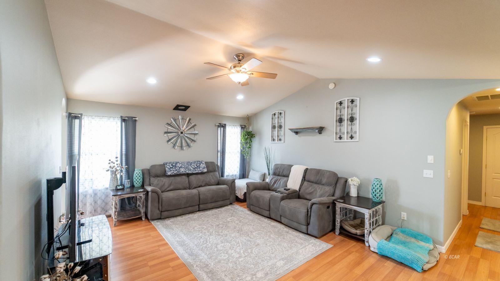 944 Blue Jay Drive Property Photo 6