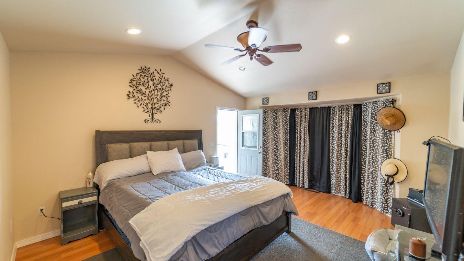 944 Blue Jay Drive Property Photo 16
