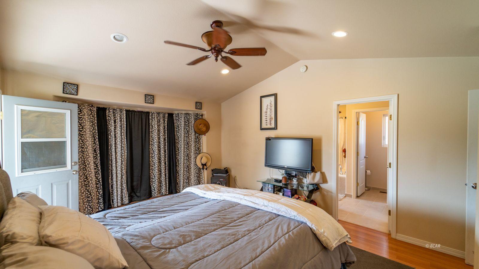 944 Blue Jay Drive Property Photo 17