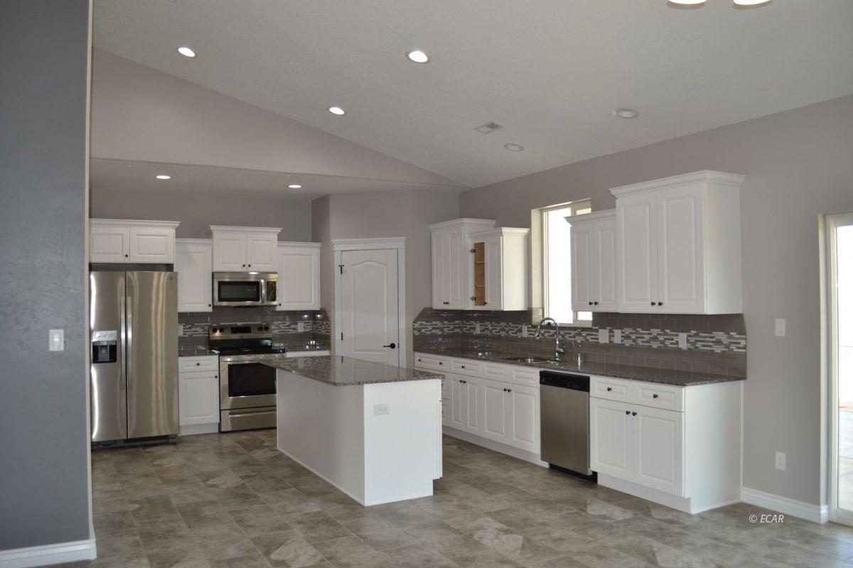 984 Eisenhower Avenue Property Photo 2