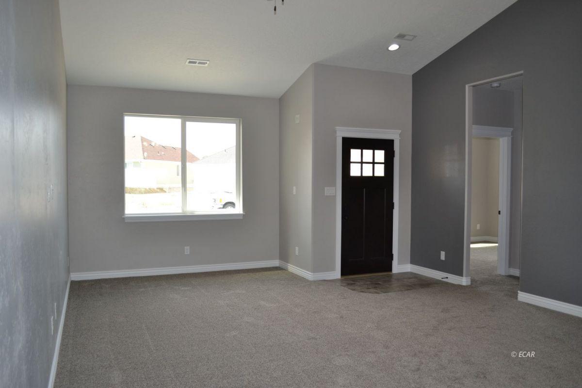 984 Eisenhower Avenue Property Photo 3