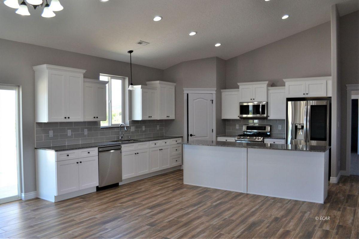 987 Eisenhower Avenue Property Photo 2