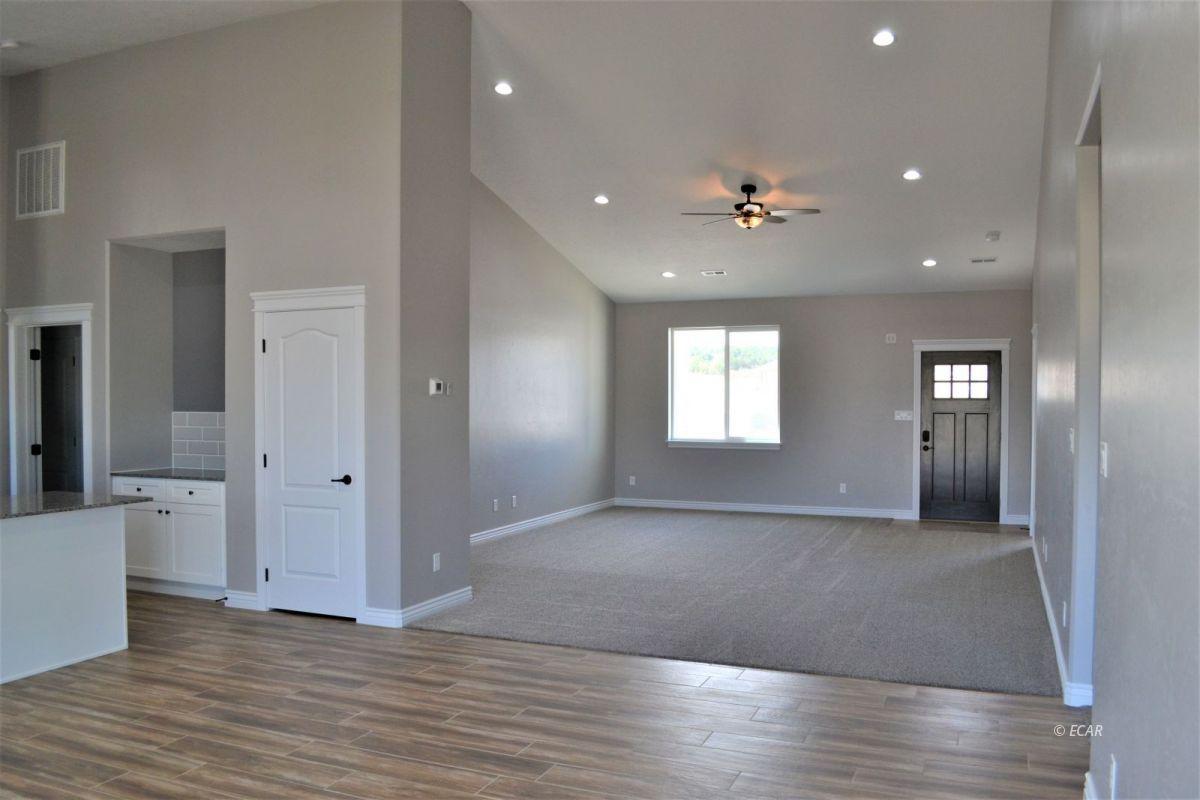 987 Eisenhower Avenue Property Photo 3