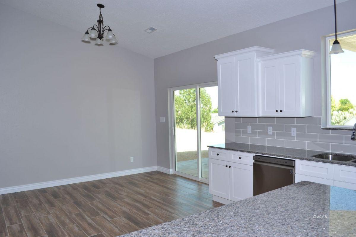 987 Eisenhower Avenue Property Photo 4