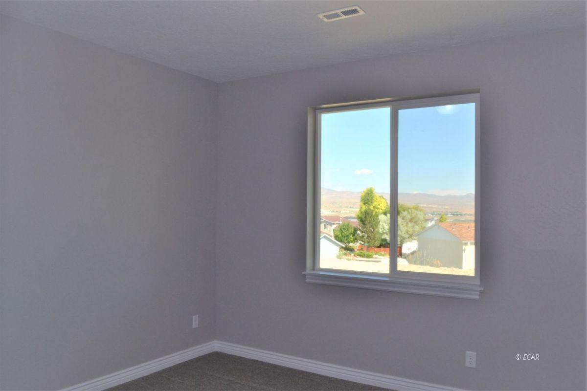 987 Eisenhower Avenue Property Photo 9