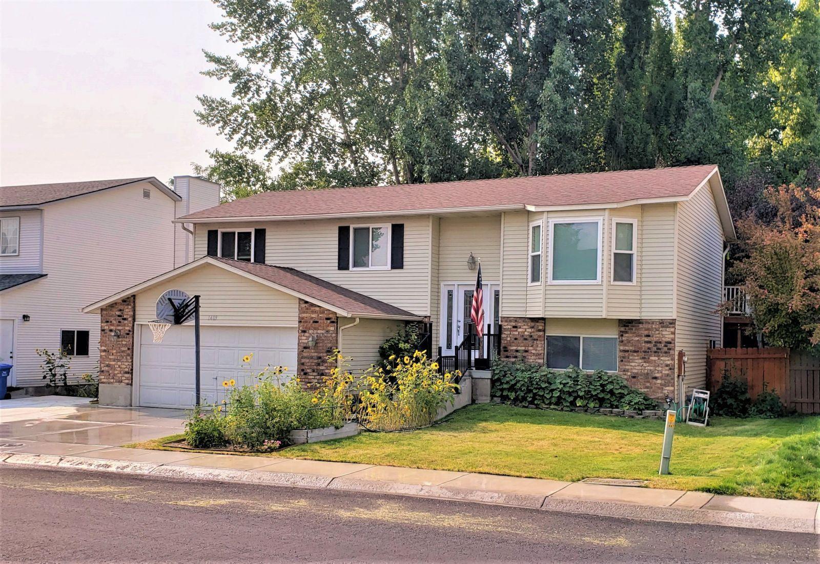 1409 Clover Hills Drive Property Photo 1