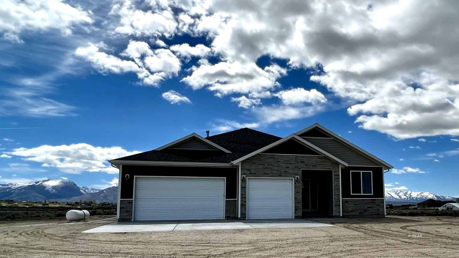 1014 Amber Way Property Photo