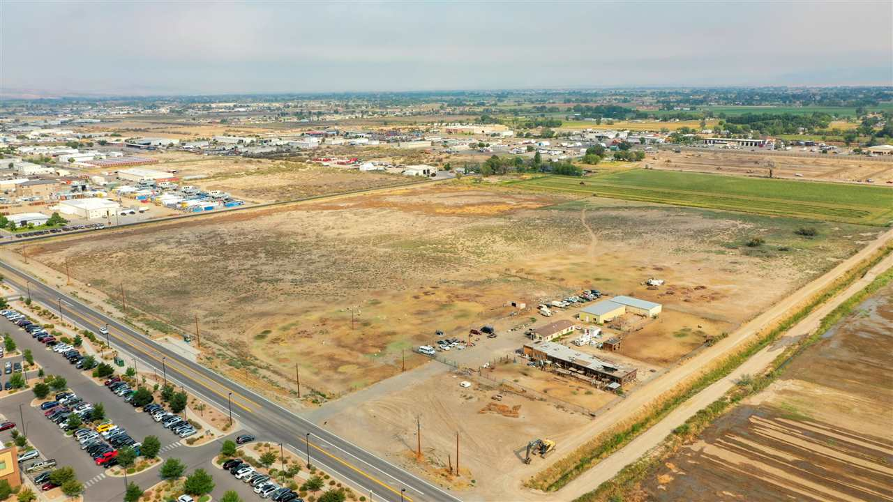 2372 G Road Property Photo 1