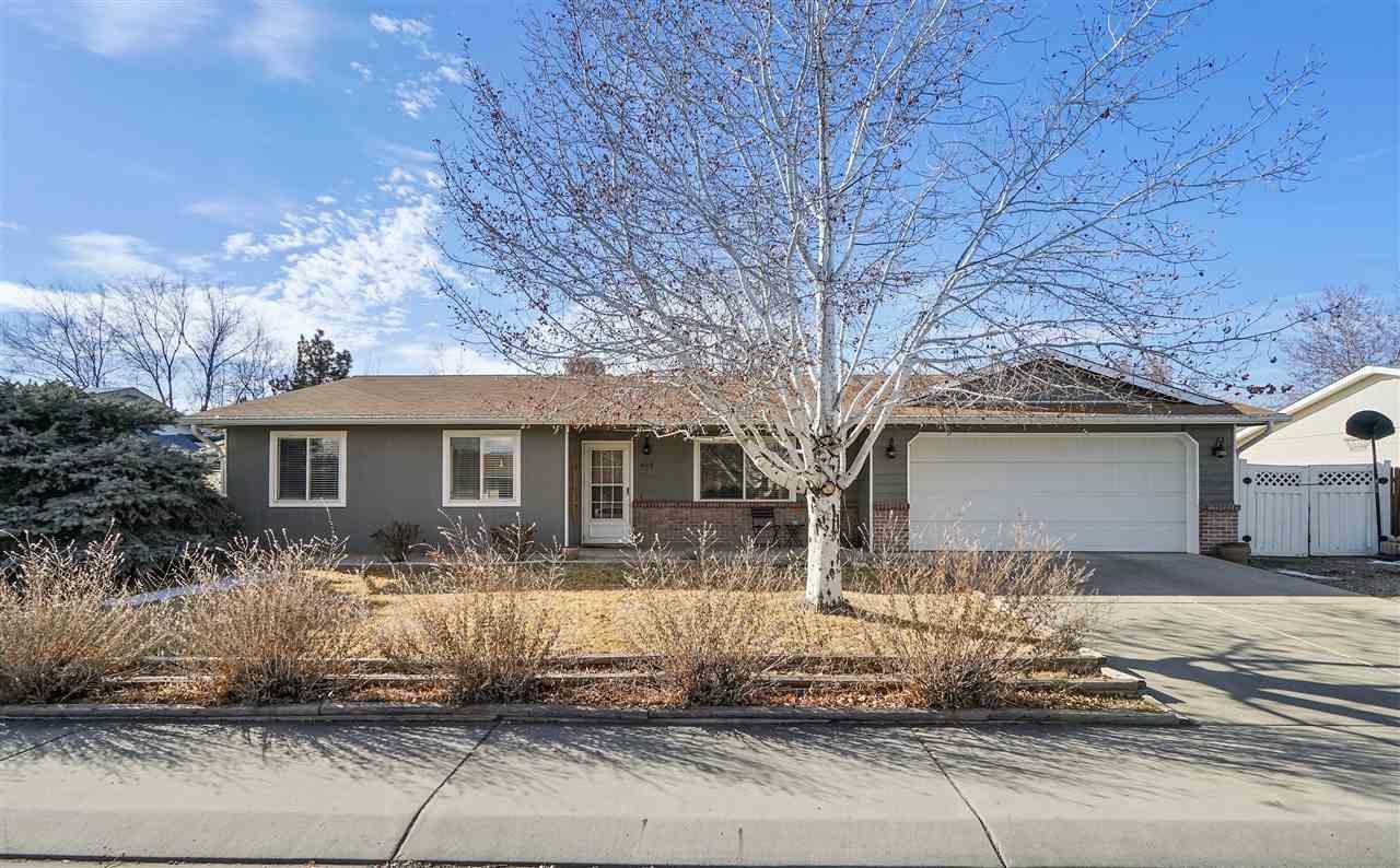 469 Pera Street Property Photo